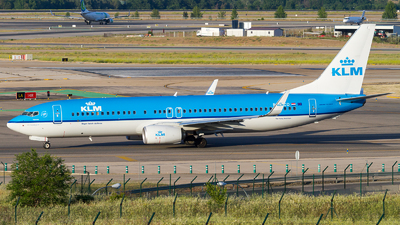 PH-BCD - Boeing 737-8K2 - KLM Royal Dutch Airlines