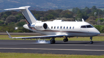 N225QS - Bombardier CL-600-2B16 Challenger 650 - NetJets Aviation
