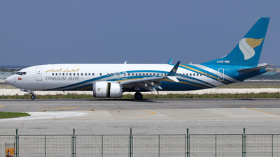 A picture of A4OMB - Boeing 737 MAX 8 - Oman Air - © Alberto Cucini