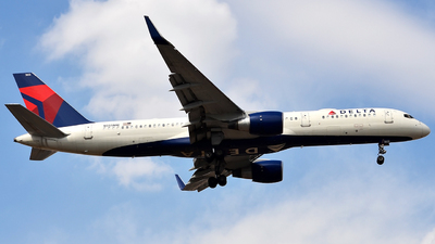 A picture of N555NW - Boeing 757251 - Delta Air Lines - © Mike Garcia Roman (MAS Aviation Press)