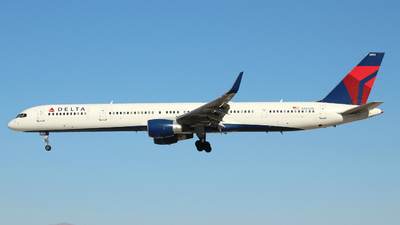 N582NW - Boeing 757-351 - Delta Air Lines