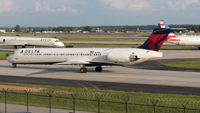 N913DL - McDonnell Douglas MD-88 - Delta Air Lines