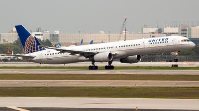 N75861 - Boeing 757-33N - United Airlines