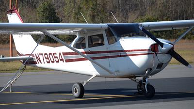 A picture of N79054 - Cessna 172K Skyhawk - [17257846] - © Javier Vera