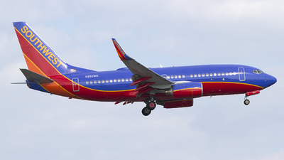N562WN - Boeing 737-790 - Southwest Airlines