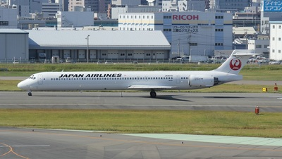 JA8070 - McDonnell Douglas MD-90-30 - Japan Airlines (JAL)