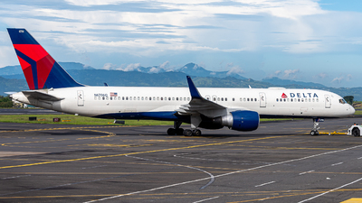 A picture of N6706Q - Boeing 757232 - Delta Air Lines - © Osvaldo Arce