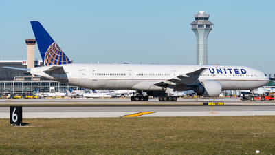 A picture of N2136U - Boeing 777322(ER) - United Airlines - © bill wang