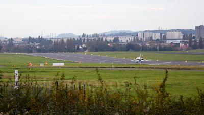 LFPB - Airport - Runway