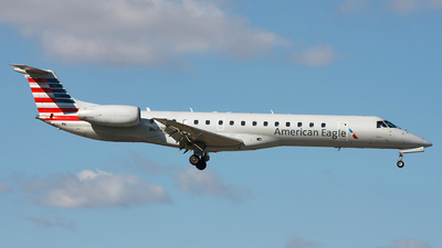 A picture of N662EH - Embraer ERJ145LR - American Airlines - © Orlando Suarez