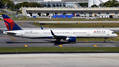 N586NW - Boeing 757-351 - Delta Air Lines