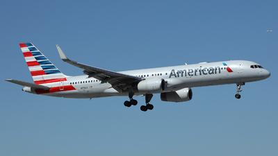 A picture of N176AA - Boeing 757223 - [32395] - © Arno Vesterholm