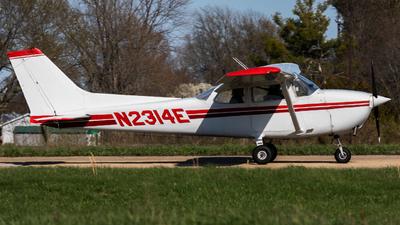 A picture of N2314E - Cessna 172N Skyhawk - [17271230] - © erduo_chen