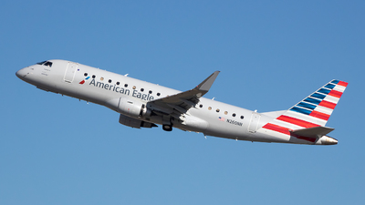 A picture of N260NN - Embraer E175LR - American Airlines - © Stephen J Stein