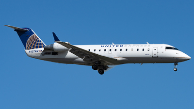 A picture of N437AW - Mitsubishi CRJ200LR - United Airlines - © Haocheng Fang