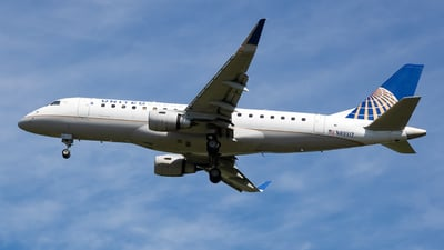 A picture of N89317 - Embraer E175LR - United Airlines - © Stephen J Stein