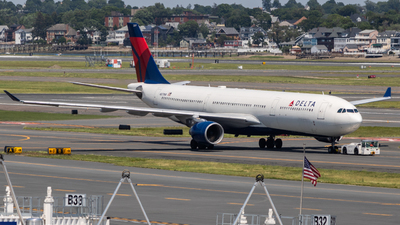 A picture of N817NW - Airbus A330323 - Delta Air Lines - © bellcc