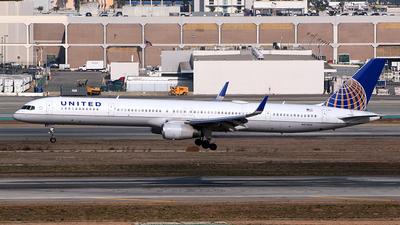 N57852 - Boeing 757-324 - United Airlines