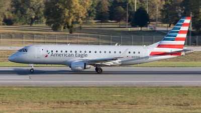 A picture of N103HQ - Embraer E175LR - American Airlines - © Felipe Garcia