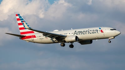 A picture of N335PH - Boeing 737823 - American Airlines - © Sam Combs
