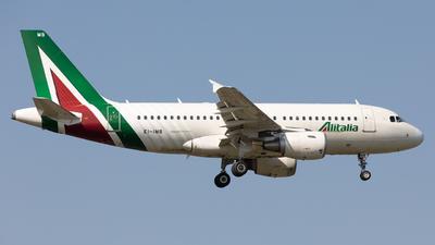A picture of EIIMB - Airbus A319112 - Alitalia - © Robert Smith