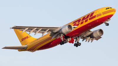A picture of DAEAC - Airbus A300B4622R(F) - DHL - © Santiago Blánquez