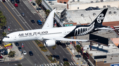 A picture of ZKNZI - Boeing 7879 Dreamliner - Air New Zealand - © Dong An