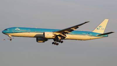 A picture of PHBVU - Boeing 777306(ER) - KLM - © francesco della santa