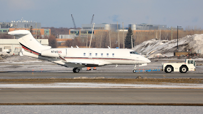 A picture of N765QS - Bombardier Challenger 350 - NetJets - © Hongyu Wang