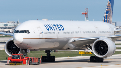 A picture of N2737U - Boeing 777322(ER) - United Airlines - © bill wang