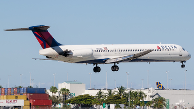 A picture of N968DL - McDonnell Douglas MD88 - [53161] - © Positive Rate Photography