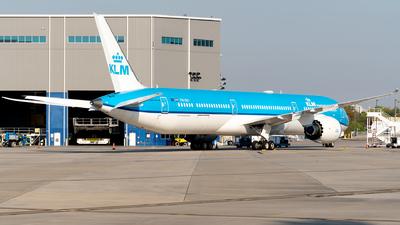 A picture of PHBKI - Boeing 78710 Dreamliner - KLM - © Luis Bastardo