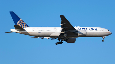 N213UA - Boeing 777-222 - United Airlines