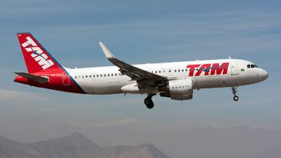 PR-TYH - Airbus A320-214 - LATAM Brasil - Flightradar24