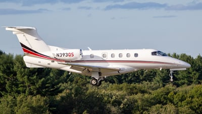 A picture of N393QS - Embraer Phenom 300 - NetJets - © Warren Cullmer