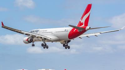 VH-EBE - Airbus A330-202 - Qantas