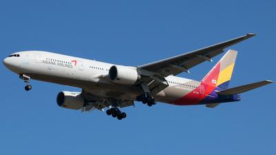 HL7739 - Boeing 777-28E(ER) - Asiana Airlines