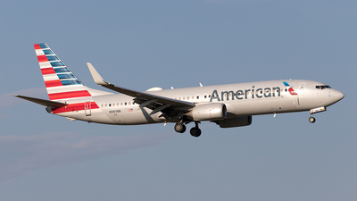 A picture of N981NN - Boeing 737823 - American Airlines - © Yixin Chen