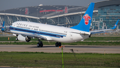 B-1125 - Boeing 737-81B - China Southern Airlines