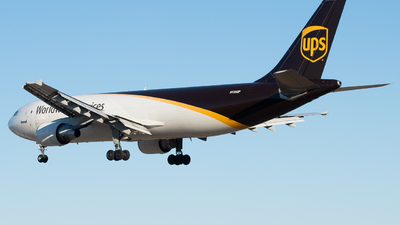A picture of N136UP - Airbus A300F4622R - UPS - © Devin | Charleston Spotter