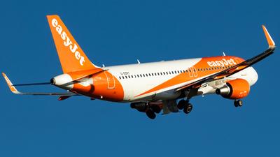 G-EZRT - Airbus A320-214 - easyJet