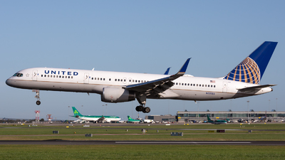 A picture of N33132 - Boeing 757224 - United Airlines - © Andrea Spoladore