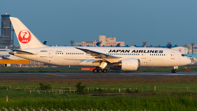 JA825J - Boeing 787-8 Dreamliner - Japan Airlines (JAL)