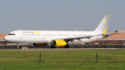 A picture of ECMMU - Airbus A321231 - Vueling - © Alex_destasi