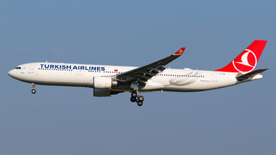 A picture of TCLNG - Airbus A330303 - Turkish Airlines - © Matteo Lamberts