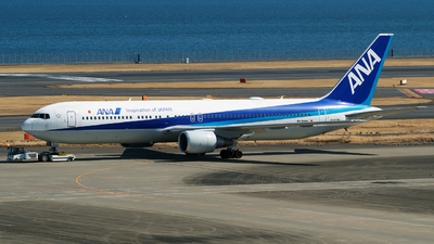 A picture of JA617A - Boeing 767381(ER) - All Nippon Airways - © tomobile