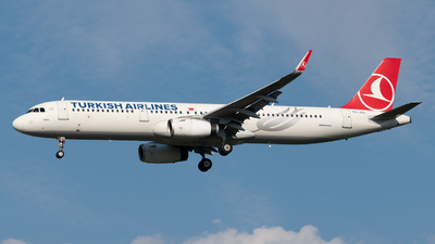 A picture of TCJSG - Airbus A321231 - Turkish Airlines - © paoloz99