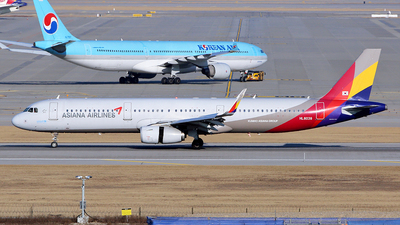 A picture of HL8038 - Airbus A321231 - Asiana Airlines - © REDSOX