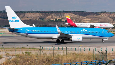 A picture of PHBXM - Boeing 7378K2 - KLM - © Enrique Rubira