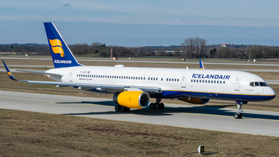 A picture of TFISS - Boeing 757223 - Icelandair - © Timo Frisch